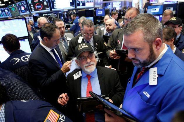 Dow Jones vọt hơn 300 điểm, S&P 500 tiến sát mức cao mọi thời đại