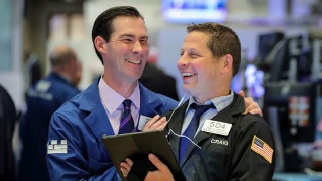 Dow Jones ghi nhận chuỗi leo dốc 8 phiên liền đầu tiên trong hơn 1 năm