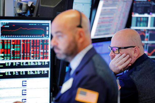 Dow Jones rớt hơn 100 điểm khi số ca nhiễm virus corona nhảy vọt