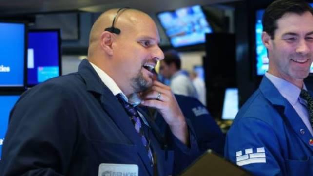 Dow Jones vọt hơn 500 điểm khởi đầu tuần mới
