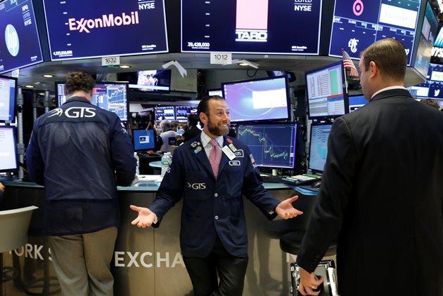 Dow Jones tăng gần 200 điểm bất chấp căng thẳng thương mại Mỹ - Trung leo thang