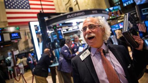 Vọt hơn 900 điểm, Dow Jones có phiên tăng mạnh nhất từ đầu tháng 4/2020
