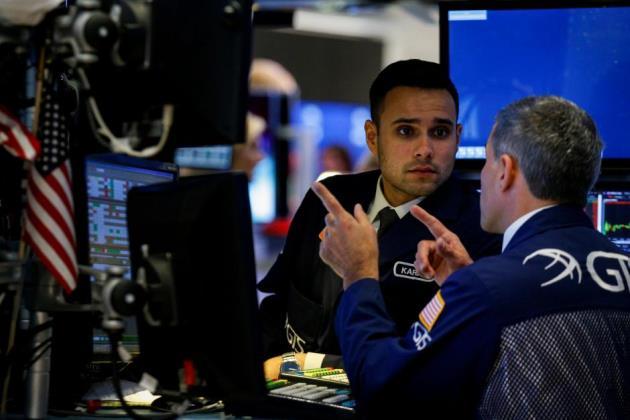 Đà lao dốc của cổ phiếu công nghệ khiến Phố Wall lùi bước