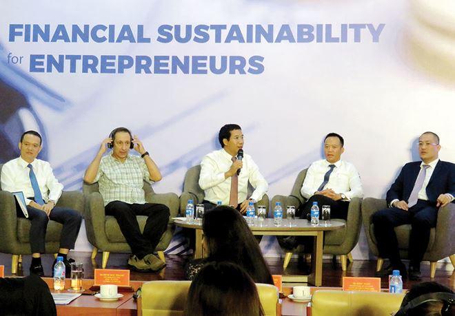 Vượt qua thách thức thuế và tài chính doanh nghiệp, cách nào?