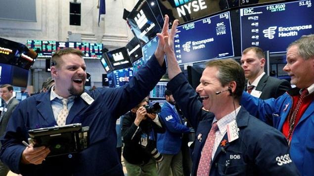 Nhận tin tốt về thương mại, Dow Jones liền tăng hơn 300 điểm