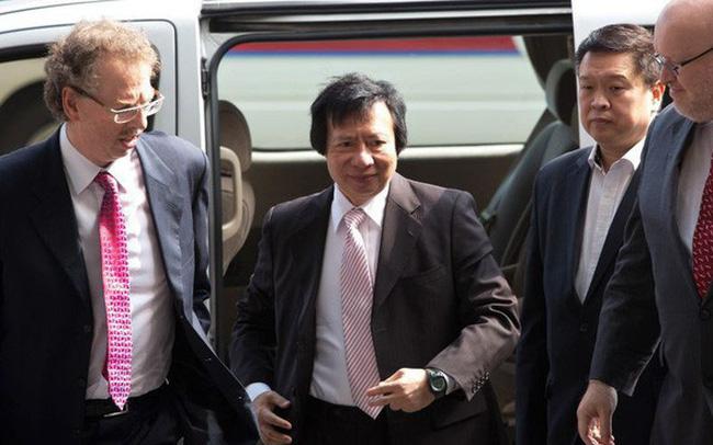 Tỷ phú từng hất cẳng anh ruột khỏi ghế Chủ tịch tập đoàn BĐS hàng đầu Hong Kong: 'Đảo chính' chưa bao lâu thì bị bắt, vừa ra tù đã gọi Dim sum về nhà thưởng th