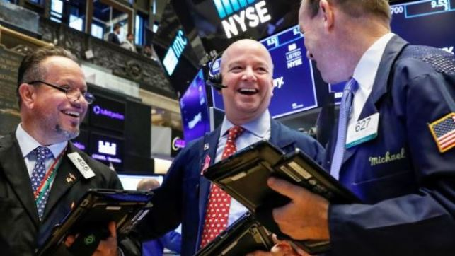 Dow Jones vọt hơn 300 điểm và đứt mạch 3 tuần lao dốc liên tiếp