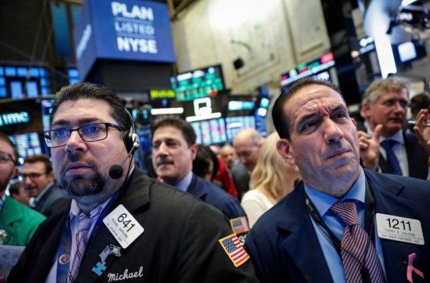 Đà sụt giảm của cổ phiếu công nghệ khiến Phố Wall lùi bước