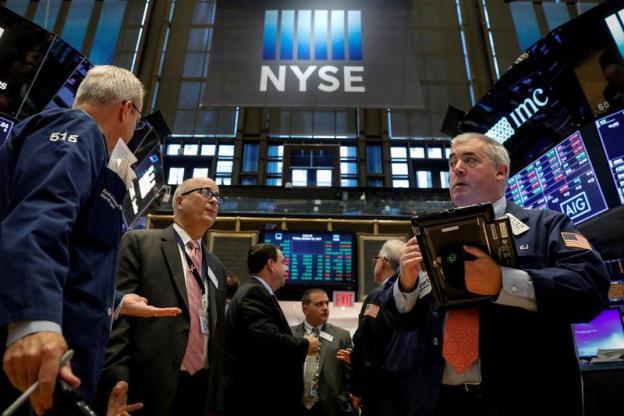 Dow Jones chỉ cách ngưỡng 23,000 gần 50 điểm