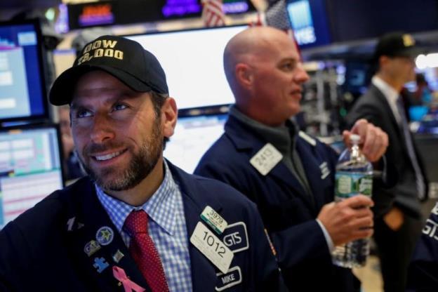 Có lúc Dow Jones đột phá ngưỡng 23,000