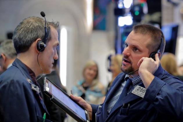 Dow Jones và S&P 500 nhuốm sắc đỏ
