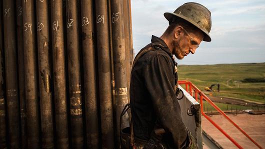"""Giá dầu """"bốc hơi"""" 3% vì triển vọng mù mịt của thỏa thuận giảm sản lượng"""