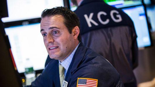 S&P 500 rớt ngưỡng tâm lý quan trọng, thị trường con bò đã tới hồi kết?