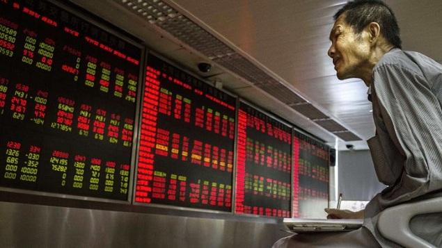 Chứng khoán Trung Quốc đắm chìm trong sắc đỏ sau khi nhận tin xấu