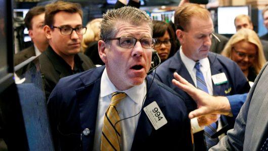 Chịu áp lực từ cổ phiếu Apple, Dow Jones rớt hơn 300 điểm, Nasdaq sụt 2%