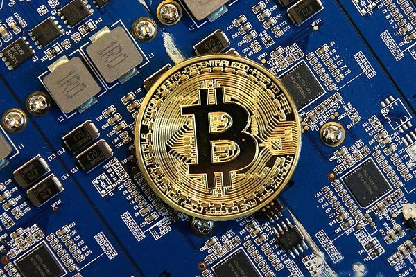 Thống đốc Lê Minh Hưng: Sử dụng bitcoin là không hợp pháp