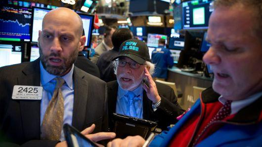 S&P 500 giảm liền 5 phiên vì Apple và nhóm cổ phiếu ngân hàng