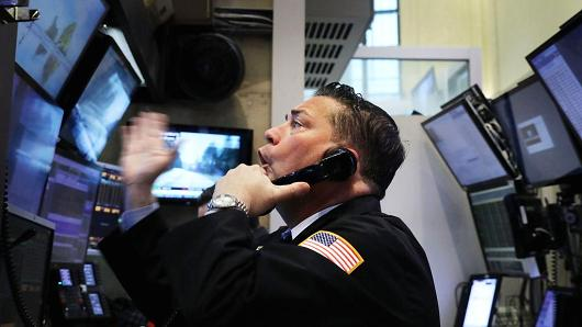 Dow Jones tụt hơn 250 điểm đầu phiên trước áp lực từ cổ phiếu Facebook và nỗi lo chiến tranh thương mại