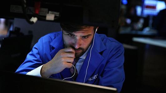 Dow Jones có khả năng giảm gần 350 điểm vì lời đe dọa của ông Trump