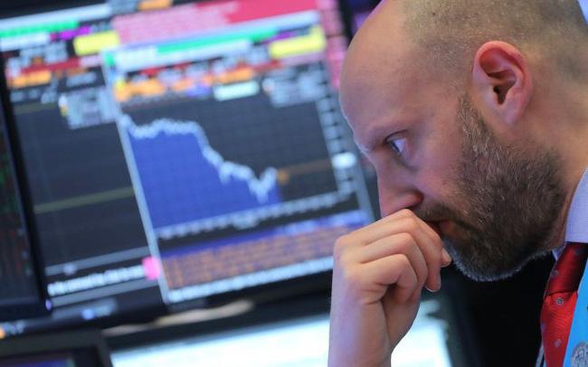 Dow Jones mất gần 500 điểm do những lo ngại về suy thoái kinh tế toàn cầu