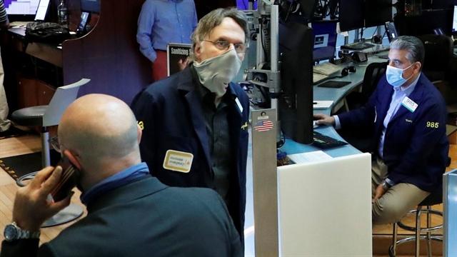 Dow Jones tăng 300 điểm khi JPMorgan công bố báo cáo tài chính vượt dự báo