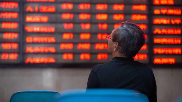 Trung Quốc tìm cách kiểm soát dòng vốn vào, cảnh báo rủi ro bong bóng ở thị trường nước ngoài