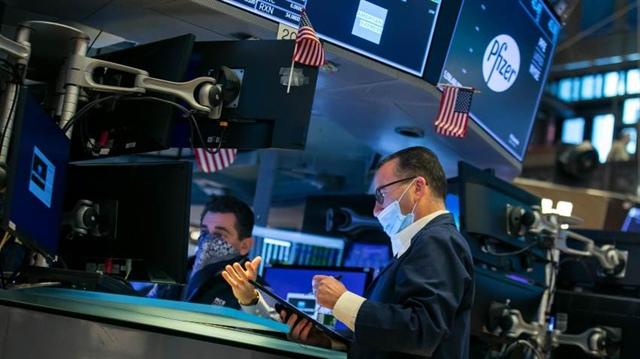 S&P 500 và Nasdaq xác lập kỷ lục mới trong ngày Black Friday
