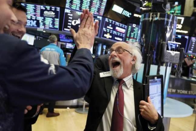 S&P 500 tăng hơn 1% và vượt ngưỡng 4,000 điểm lần đầu tiên
