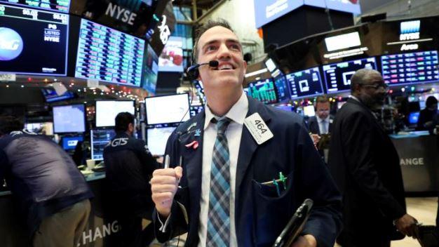 Dow Jones tăng hơn 150 điểm lập kỷ lục mới nhờ lạc quan về thương mại