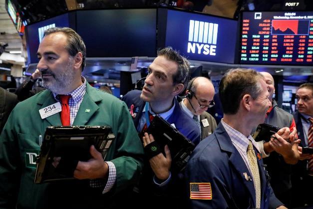 Phố Wall khởi sắc nhờ đà tăng của nhóm cổ phiếu trả cổ tức cao