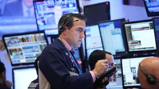 Phố Wall nhuốm sắc đỏ vì nhóm cổ phiếu năng lượng