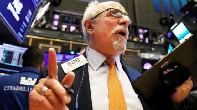 S&P 500 tiếp tục lập kỷ lục mới bất chấp đà sụt giảm của cổ phiếu Cisco và Walmart
