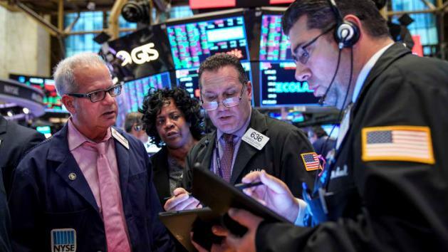 S&P 500 nhuốm sắc đỏ lần đầu tiên trong 8 phiên