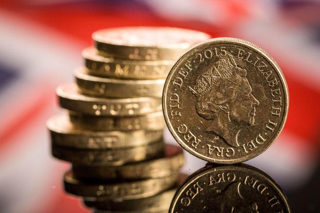 Bảng Anh tiếp tục lao dốc, ngược chiều giá vàng và đồng yên