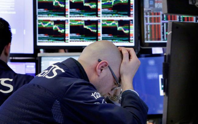 Dow Jones tiếp tục lao dốc, giá dầu giảm liên tiếp trong 12 phiên