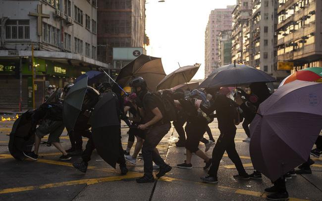 Bất ổn chính trị không ngừng căng thẳng, kinh tế Hồng Kông lún sâu vào suy thoái và không có dấu hiệu hồi phục