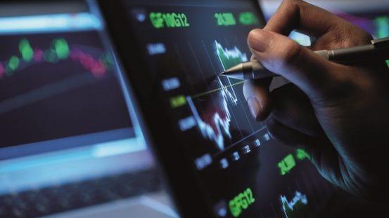 Nasdaq lập kỷ lục mới, Dow Jones giảm liền 7 phiên