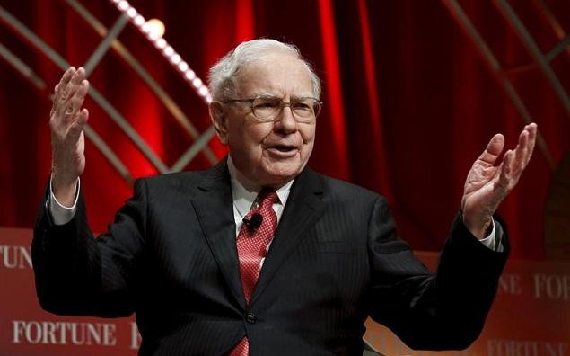 Warren Buffett mua thêm cổ phiếu Apple, bán bớt 1/3 cổ phần tại IBM