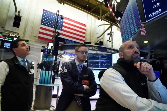 Dow Jones giảm hơn 600 điểm, chứng khoán châu Âu rớt hơn 2% khi nỗi lo về Covid-19 bùng phát