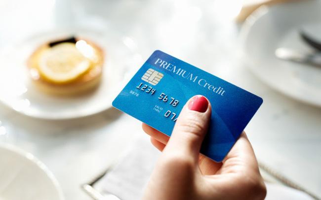 Cạnh tranh gay gắt thị trường thẻ tín dụng: Ai đang làm chủ cuộc đua?
