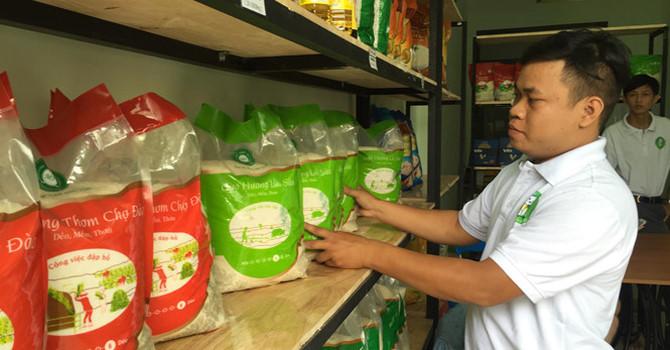 Chàng trai bỏ việc hàng không để bán gạo sạch online kiếm trăm triệu/tháng