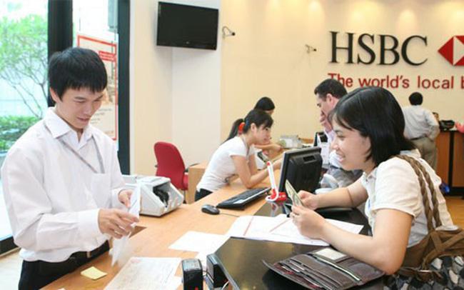 """Khách hàng """"choáng"""" vì lãi suất thẻ tín dụng quá hạn như tín dụng đen, HSBC nói gì?"""