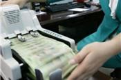 Áp lực tăng lãi suất dồn lên VND