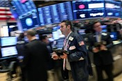 Chứng khoán Mỹ lại giảm, Dow Jones rơi vào vùng điều chỉnh