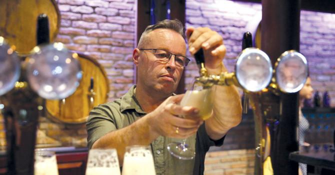 Stephane Bulckaen - người biết nói tiếng của... men bia