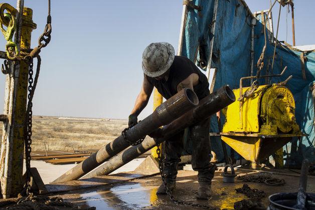 Giá dầu đo đáy 3 tháng sau số liệu trữ lượng tăng đột biến