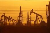 Giá dầu tăng vọt gần 3% do trữ lượng dầu thô Mỹ giảm
