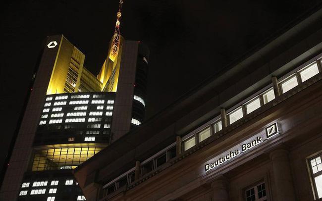 """Hai ngân hàng khổng lồ của Đức tìm cách sáp nhập cho thấy sự """"tuyệt vọng"""""""