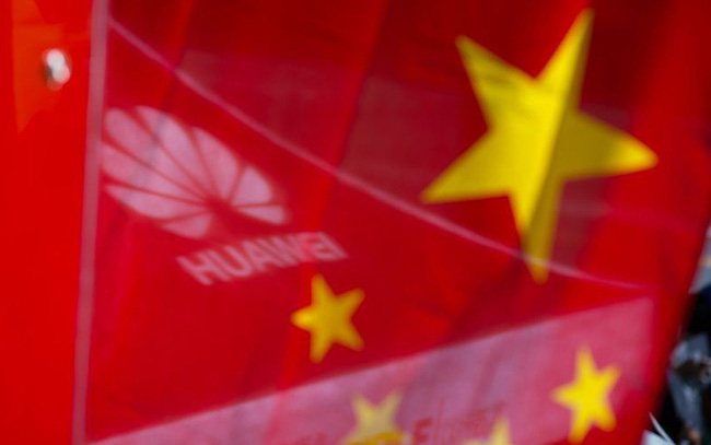 """Huawei đang dùng """"khổ nhục kế"""" để sống sót trong tâm bão chiến tranh thương mại?"""
