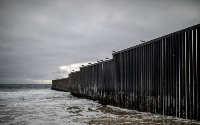 Ban bố tình trạng khẩn cấp quốc gia, chi 8 tỷ xây tường biên giới khiến Tổng thống Trump bị kiện